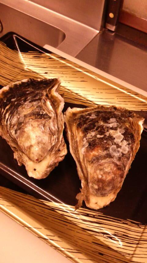 島根県隠岐産の岩牡蠣 です。おいしいですよ。